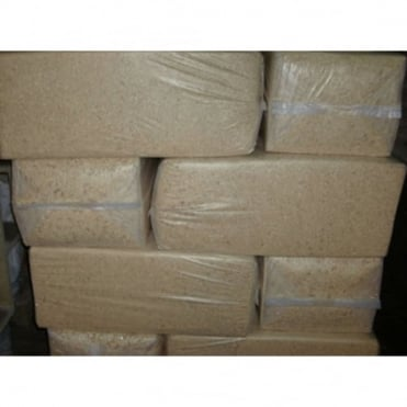 Pallet of 18 Woodchip Bales/Horse Bedding